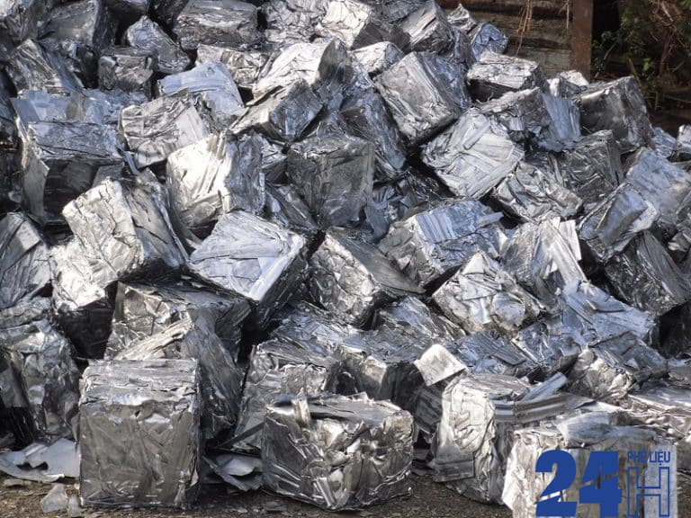 Phế liệu thiếc là một kim loại kết tinh cao, dễ uốn, dát mỏng và màu trắng bạc,