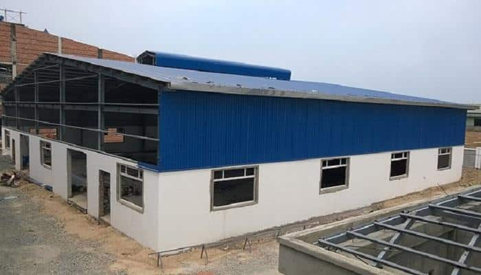 Tôn có khả năng chống nắng, chống nhiệt tốt, giá thành rẻ, hợp với các công trình công nghiệp